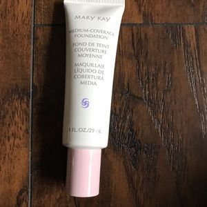Mary Kay Medium Foundation-Ivory100